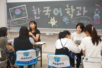 在学生との相談コーナーでは留学の体験談も紹介